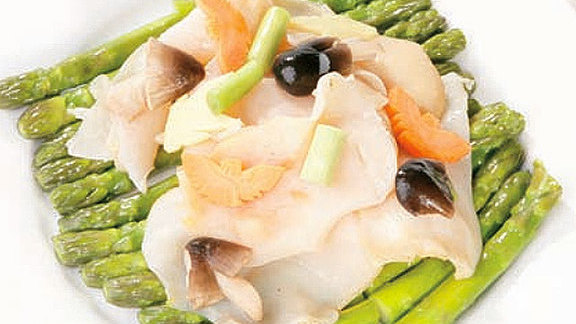 Chef Bruce Bromberg reviews Sliced conch w/ ginger & scallion at