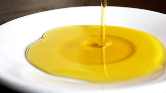 Chef David Chang reviews Cheese Boutique olive oil at
