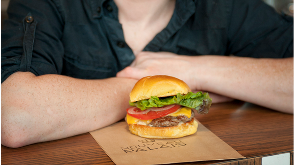 Chef Claude Pelletier reviews Burger fromage at
