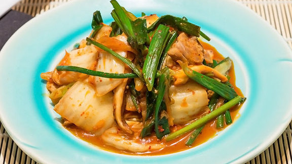 Chef Jose Mendin reviews Kimchee buta at