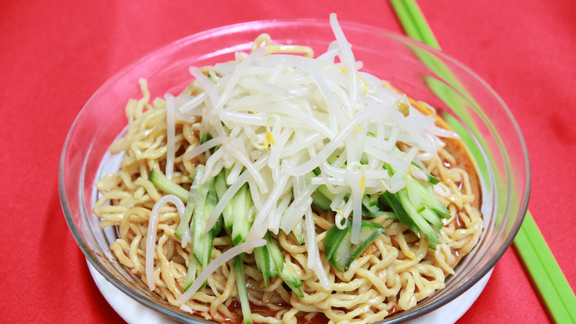 Chef Robin Song reviews Cold sesame noodles at
