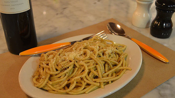 Chef Hiro Sone reviews Cacio e pepe at