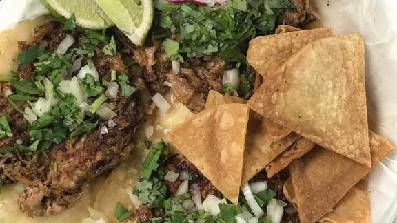 Tacos de carnitas at Tight Tacos