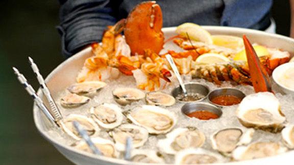 Chef Patricia Yeo reviews Raw bar at