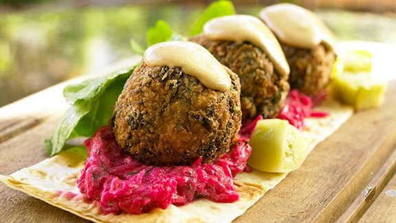 Chef Matthew Jennings reviews Spinach falafel at