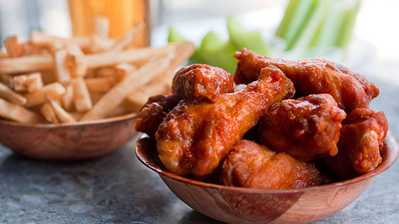 Chef Anita Lo reviews Duff's Famous wings at
