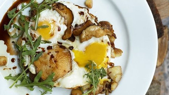 Chef Tim Archuleta reviews Balsamic fried eggs at Foreign Cinema