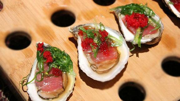 Chef Joshua Breen reviews South Bay blonde oyster & tuna sashimi  at Summer Shack