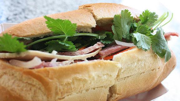 Chef Michael Sindoni reviews Bánh mì đặc biệt at
