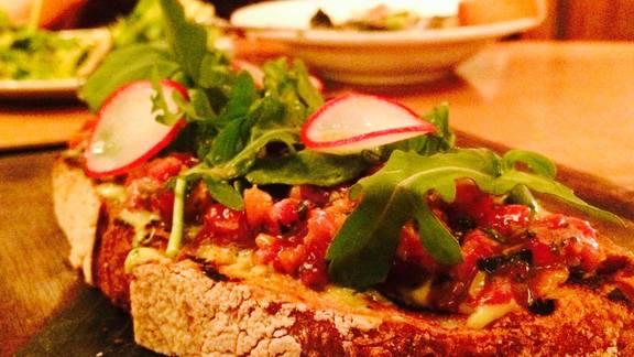 Chef Freedom Rains reviews Tartare de carne at Lolinda
