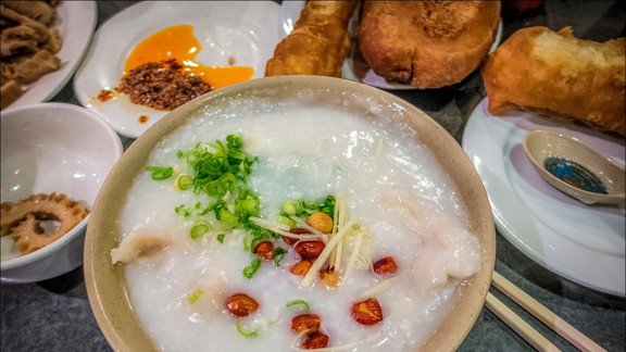 Seafood congee at Big Wong King 大旺