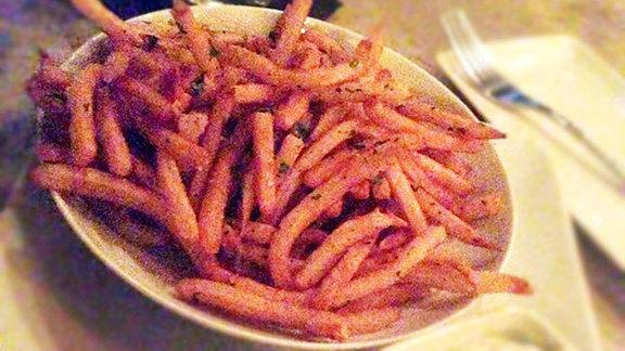 Chef Alex del Castillo reviews Fries w/ aioli at