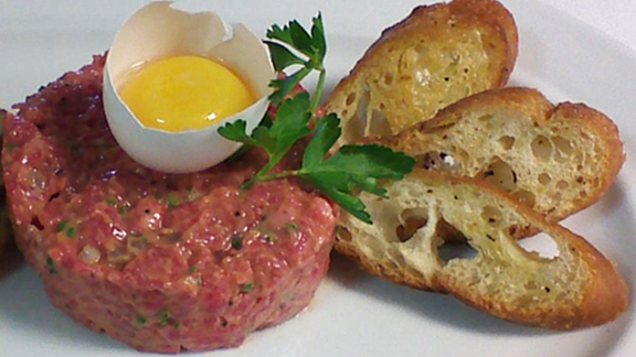 Steak tartare at Bistro Jeanty