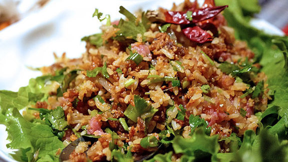 Chef Ross Wunderlich reviews Nam kaow at