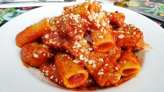 Rigatoni al ragu at Frank Restaurant