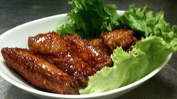 Chef Mike Isabella reviews Korean barbecue fried chicken  at