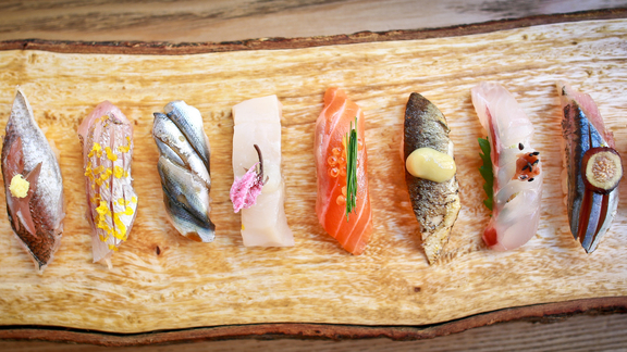 Chef Brian Fernando reviews Omakase at Akiko's Restaurant & Sushi Bar
