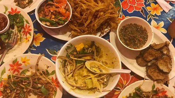 Thai Noodles, Curry, and Veg at Night + Market Song