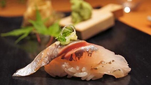 Chef Adam Mesnick reviews Omakase at