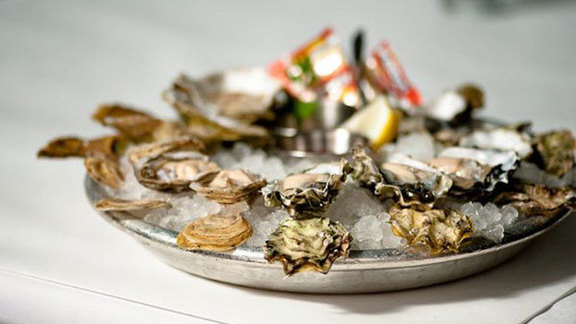 Chef Steve Redzikowski  reviews Fresh shucked oysters at