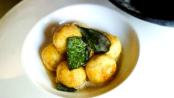 Chef William Bradley reviews Ricotta gnudi at Cucina Enoteca