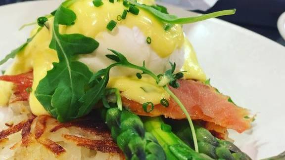 Chef Charlie Ayers reviews Smoked Salmon, eggs, asparagus at Calafia Cafe