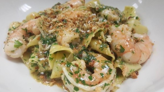 Chef Dale Talde reviews Garlic shrimp scampi, tagliatelle at Atlantic Social