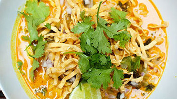 Chef Jeff McInnis reviews Khao soi at Pig & Khao