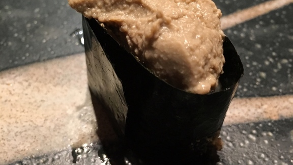 Chef Shaun Hergatt reviews Crab head brains in nori and sushi rice!! OMG at