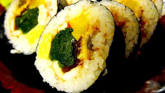 Chef Lisa Nakamura reviews Big mouth roll at