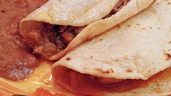 Tacos de carnitas at La Luz Del Dia Restaurant