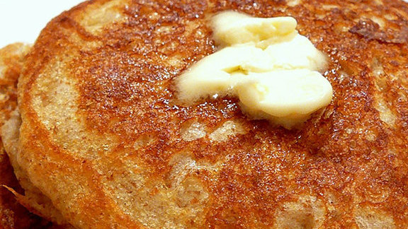 Chef Edward Kim reviews Buttermilk pancake at Mindy's Hot Chocolate