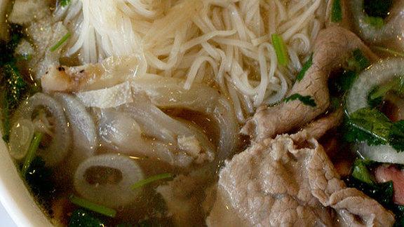 Chef Teiichi Sakurai reviews Phở at