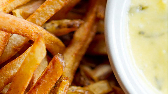 Chef Jacques Larson reviews Fries and béarnaise at