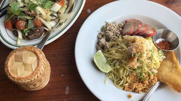 Chef Han Hwang reviews Noodles with beef at PaaDee