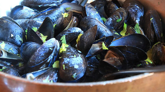 Chef Christine Cikowski reviews Bouchot mussels at