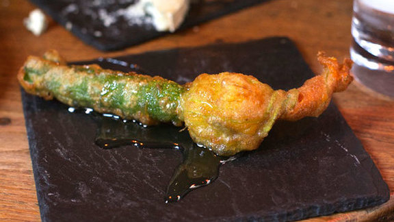 Courgette flower with goat cheese at Dehesa