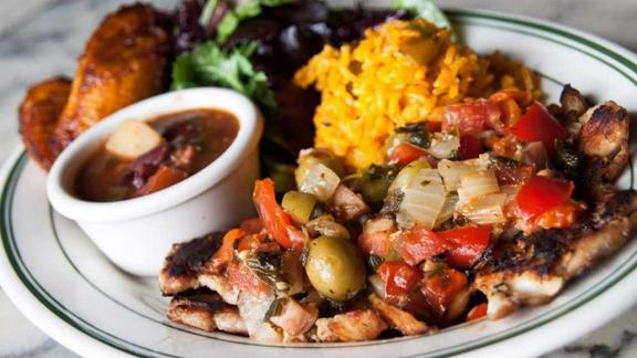 Chef Justin Simoneaux reviews Pollo a la Criolla at