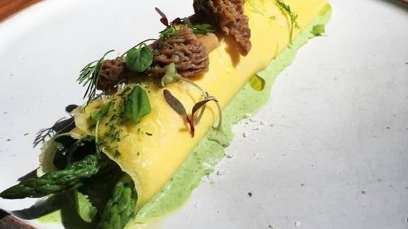 Chef Josef Centeno reviews Spring omelette with morels, asparagus and green garlic at Orsa & Winston