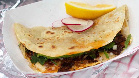 Chef Taylor Boetticher reviews Tacos alambre at