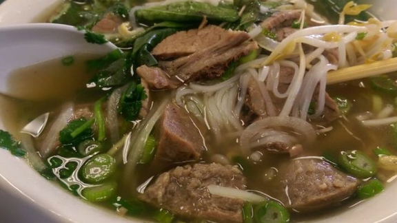 Chef Allen Nguyen reviews Pho Nam Bo Vien at