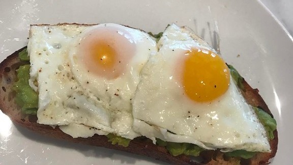 Chef Marc Murphy reviews Sourdough toast with avocado and eggs at Kingside