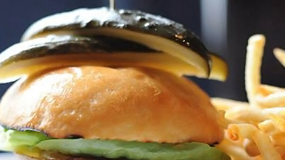Chef Adam Mesnick reviews Absinthe hamburger at