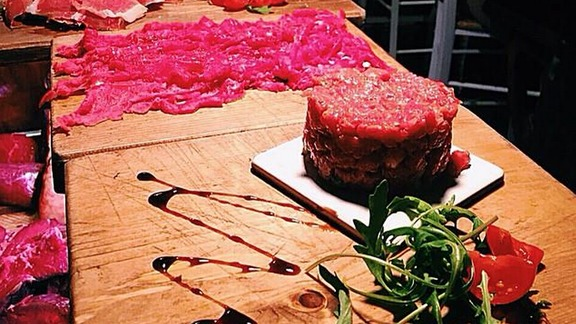 Chef Antonio Favuzzi reviews Raw meat platter at