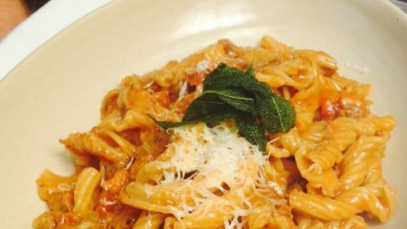 Chef Bridget Batson reviews Torcietti Bolognese at