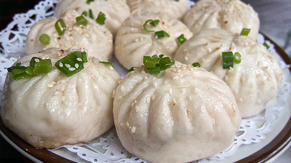 Chef Pichet Ong reviews Fried tiny buns w/ pork at