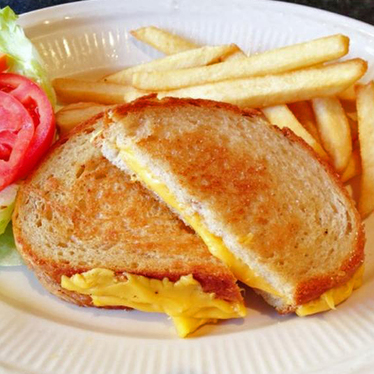 Grilled Cheddar cheese sandwich at Hollywood Diner