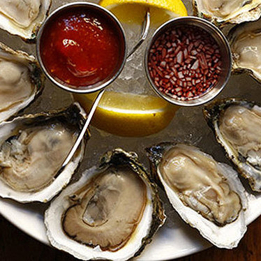 Raw oysters at Oyster House