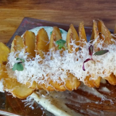 Parmesan white truffle Tornado Crisp w/ black pepper garlic aioli at alaMar