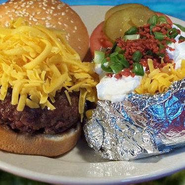 Cheeseburger at Port of Call